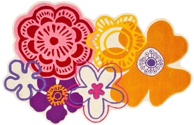 Pestré koberce poseté květinovými vzory