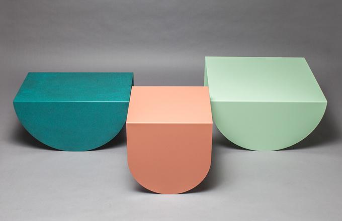 Kolekce stolků 3 Legs si hraje s tvary i barvami
