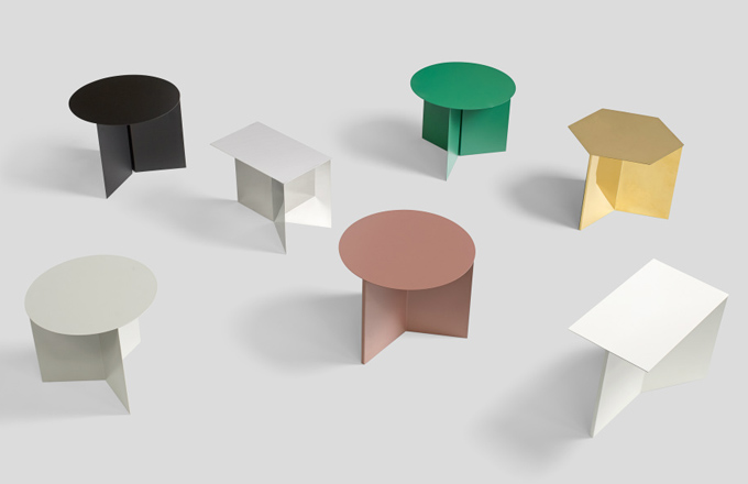 Ostře skládaný stůl z Dánska je jako origami