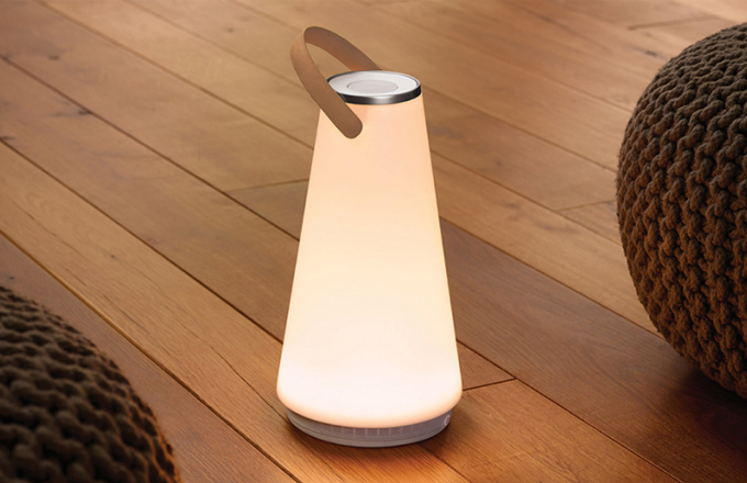 Bezdrátová lucerna Uma šíří světlo i zvuk
