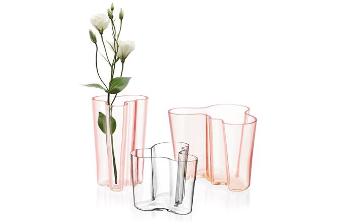 Skleněná váza Aalto: téměř stoletá vlna