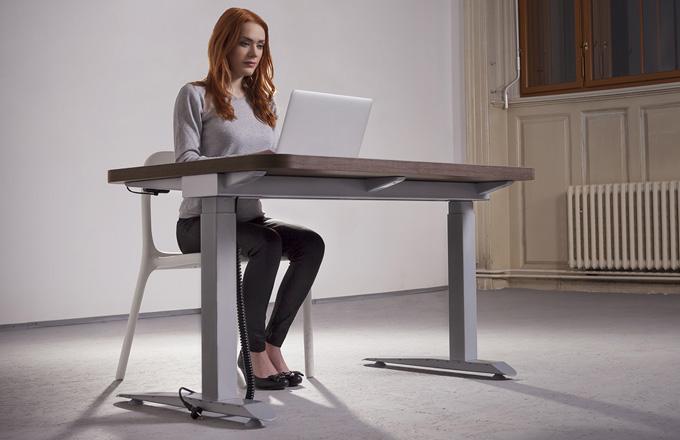 Výškově nastavitelné stoly zabrání bolesti zad