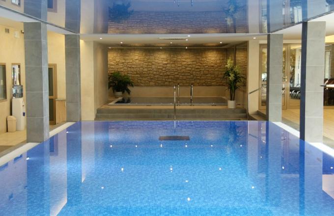 Na co dát pozor při koupi domu s bazénem?