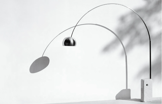 Lampa Arco od bratrů Castiglioniových