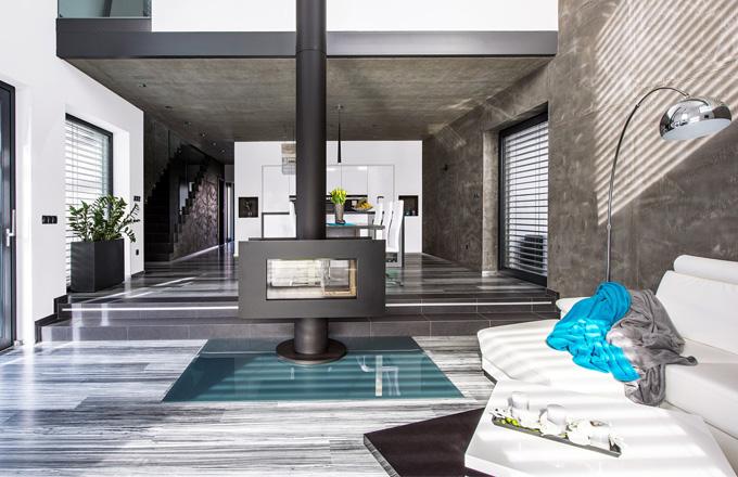 Dvoupodlažní dům jako další z odstínů šedi