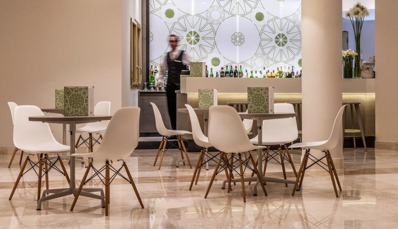 Modern byt hotel cala cuncheddi na severu sardinie for Designhotel 54