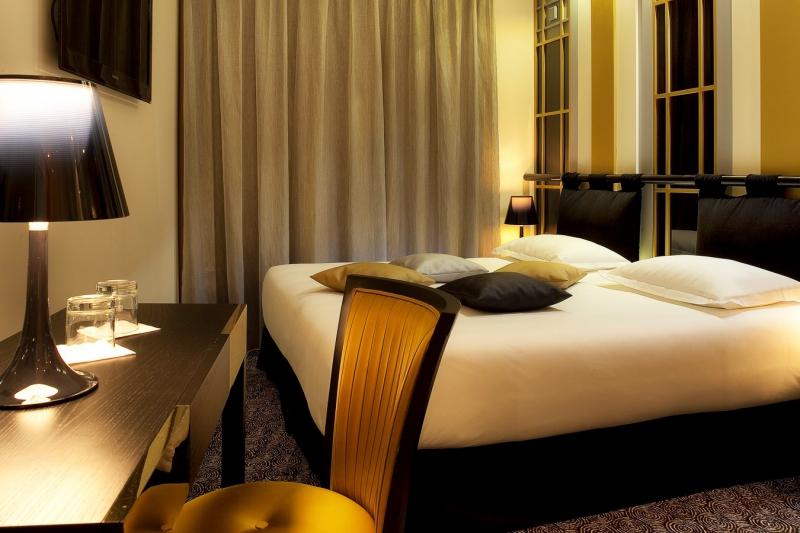 Modern byt moulin rouge za ijete i v pa sk m hotelu for Hotel design secret paris 9