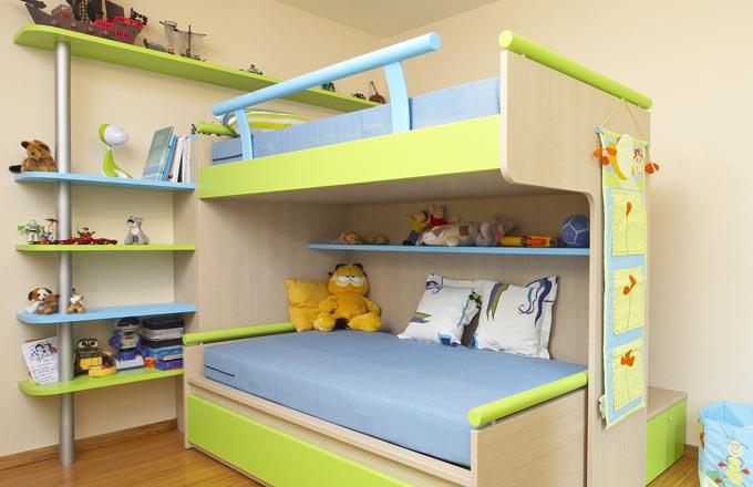 Aktuálním trendem ve vybavení dětských pokojů je patrová postel