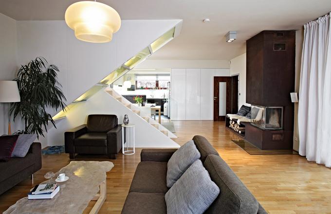 modern byt na n v t v u um leck skl ky. Black Bedroom Furniture Sets. Home Design Ideas