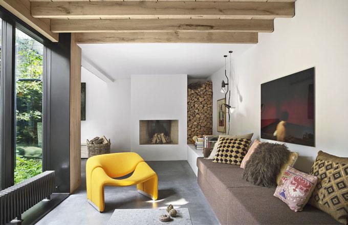 V kodaňském domě se industriál mísí se zelení